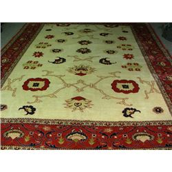 HAND KNOTTED SAROUK AREA RUG