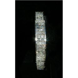 OUTSTANDING LADIES 18K WHITE GOLD AND DIAMOND STRAIGHT