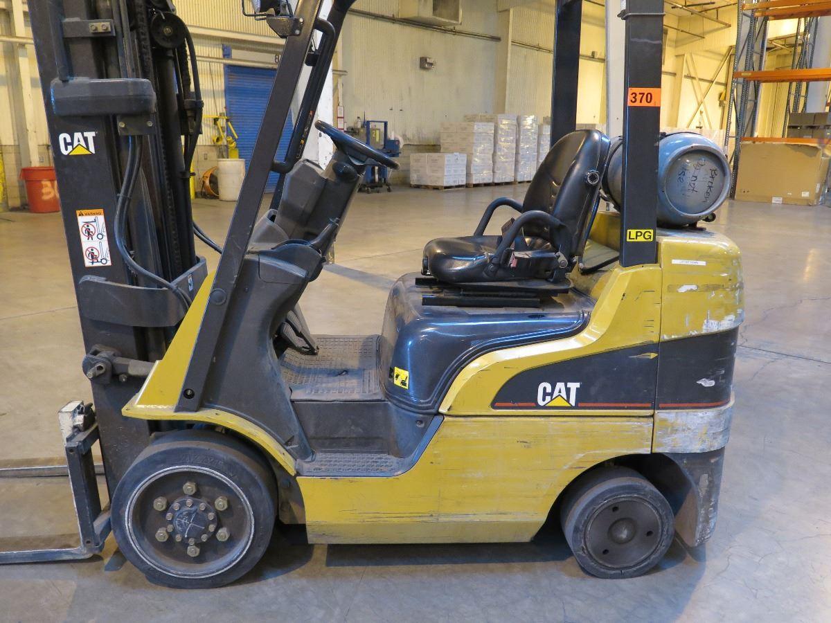 CATERPILLAR CAT FORKLIFT - MODEL C5000 PROPANE - 3879 HOURS