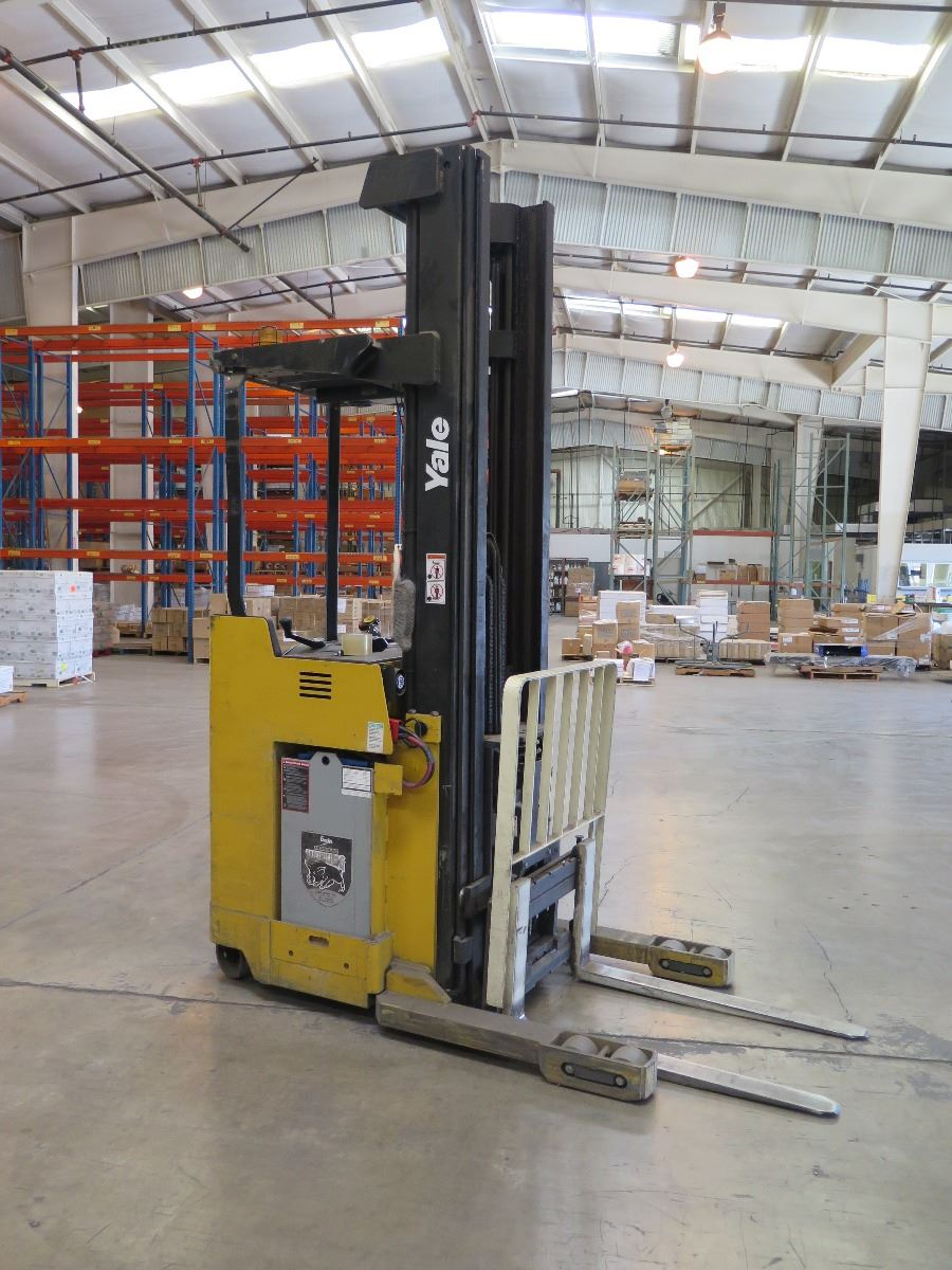 FORKLIFT: DEEP REACH NARROW AISLE ELECTRIC ORDER PICKER WITH