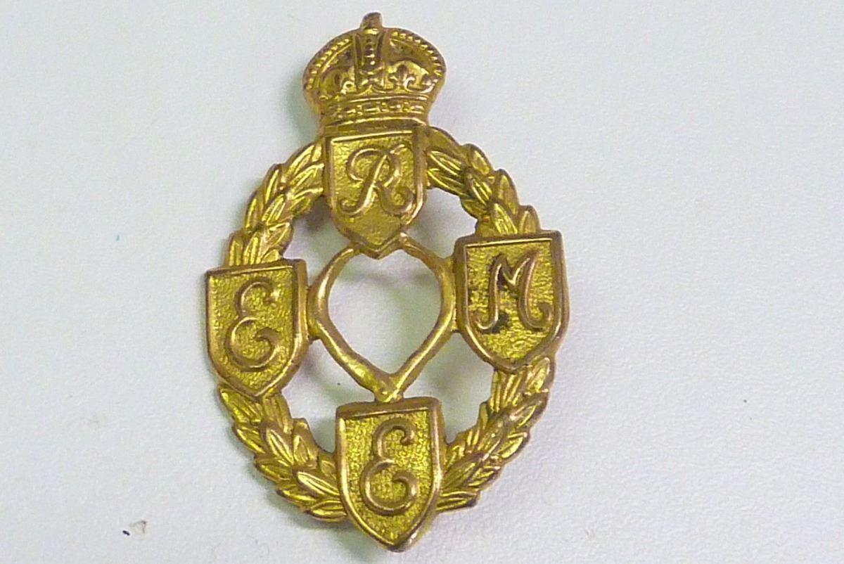 Image 1   WWII MILITARY CAP BADGE 35ba4d273cb7