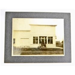 VINTAGE STREET SCENE MOUNTED PHOTO