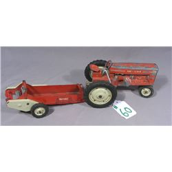 VINTAGE ORIGINAL 2 SCALE 1950 TOY TRACTOR WITH 2 SCALE