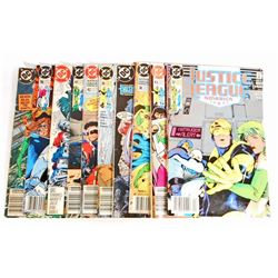LOT OF 10 VINTAGE JUSTICE LEAGUE COMIC BOOKS