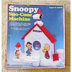 VINTAGE SNOOPY SNOW CONE MAKER MACHINE IN ORIG. BOX