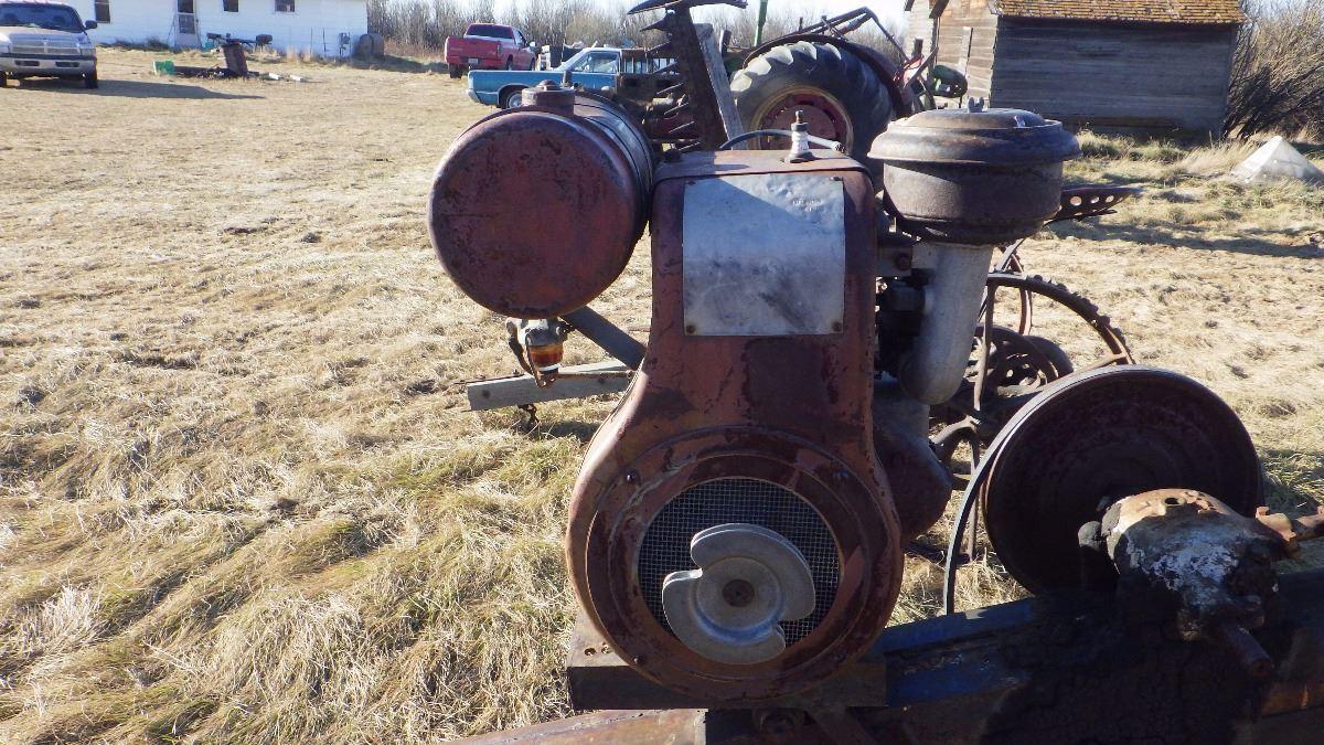 6 INCH ANTIQUE GRAIN AUGER WISCONSIN ENGINE NOT SIEZED