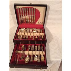 CASED ROGERS SILVER PLATE CUTLERY SET ABOUT 110 PIECES