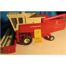 IH 915 Combine w/ straight head 1/64 scale