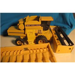 New Holland TR97 w/ 2 headers 1/64 scale