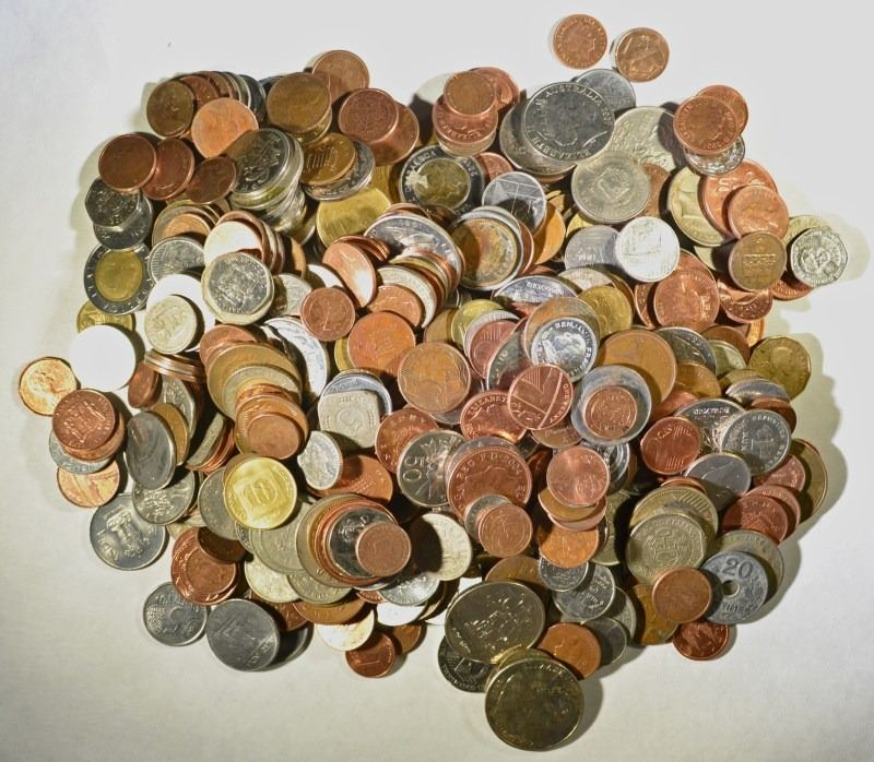 FIVE POUND BAG OF COINS FROM AROUND THE WORLD