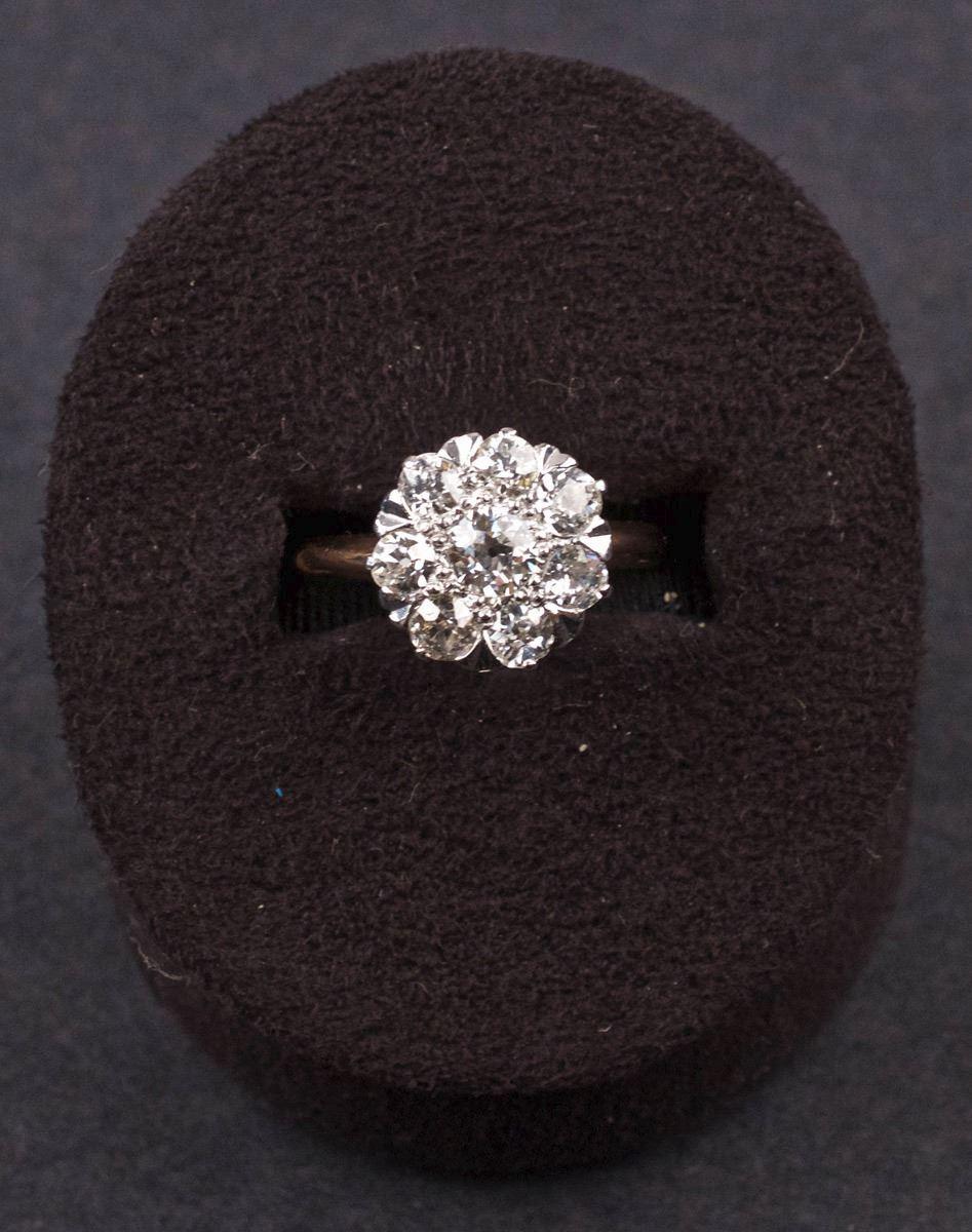 f932b4c6b95 ... Image 7 : Vintage Ladies Ring in Yellow 18K Gold with Diamonds