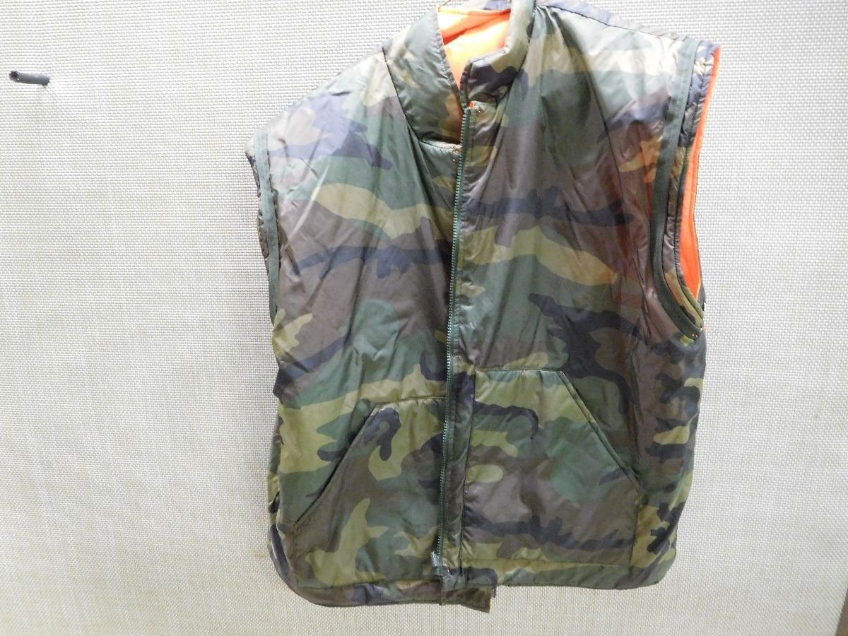 37cb8d9e44f30 Image 1 : REVERSIBLE VEST, CAMO/BLAZE ORANGE