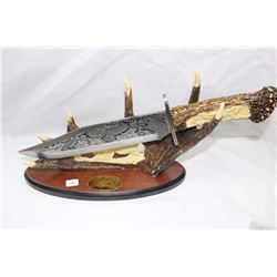 Collector Knife Eagle Theme Etched Blade & Carved Handle & Stand
