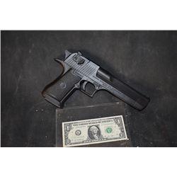 TERMINATOR GENISYS SARAH CONNER SCREEN USED STUNT GUN