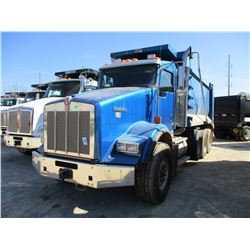 2011 KENWORTH T800 DUMP, VIN/SN:1NKDXBTX7BJ281310 - TRI-AXLE, 475 HP CAT C15 ENGINE, 8LL TRANS, 46K