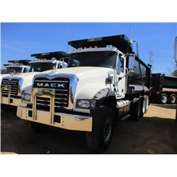 2017 MACK GU713 DUMP, VIN/SN:1M2AX07C0HM036481 - TRI-AXLE, 455 HP MACK MP8 ENGINE, ALLISON 4500 RDS