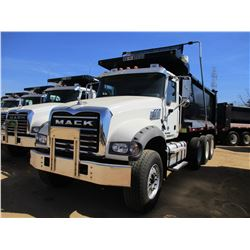 2017 MACK GU713 DUMP, VIN/SN:1M2AX07C6HM061434 - TRI-AXLE, 455 HP MACK MP8 ENGINE, ALLISON 4500 RDS