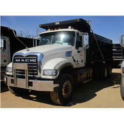 2015 MACK GU713 DUMP, VIN/SN:1M2AX09C4FM021282 - T/A, 425 HP MACK MP8 ENGINE, ALLISON A/T, 44K REARS