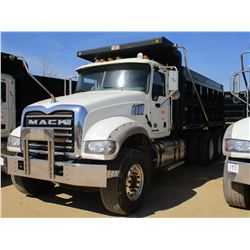 2015 MACK GU713 DUMP, VIN/SN:1M2AX09C8FM021320 - T/A, 425 HP MACK MP8 ENGINE, MACK T310M 10 SPEED TR