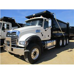 2015 MACK GU713 DUMP, VIN/SN:1M2AX09C0FM021263 - TRI-AXLE, 425 HP MACK MP8 ENGINE, ALLISON A/T, 44K