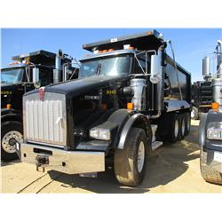 2015 KENWORTH T800 DUMP, VIN/SN:1NKDGGGG70R499463 - TRI-AXLE, GLIDER KIT, 475 HP CAT C15 ENGINE, 8LL