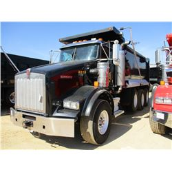 2014 KENWORTH T800 DUMP, VIN/SN:1NKDGGGG40J453216 - GLIDER KIT, TRI-AXLE, 475 HP CAT C15 ENGINE, 8LL