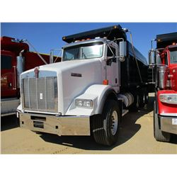 2010 KENWORTH T800 DUMP, VIN/SN:1NKDL40X4AJ263101 - TRI-AXLE, 485 HP CUMMINS ISX ENGINE, 13 SPEED TR