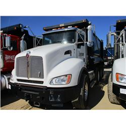 2013 KENWORTH T440 DUMP, VIN/SN:1NKBX57X1DJ352416 - TRI-AXLE, 370 HP CUMMINS ISL9 ENGINE, ALLISON 45