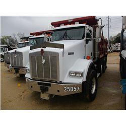 2007 KENWORTH T800 DUMP, VIN/SN:1NKDLB0X57J208315 - TRI-AXLE, 466HP CAT C15 ENGINE, 8LL TRANS, 46K R
