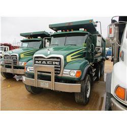 2002 MACK CV713 DUMP, VIN/SN:1M2AG11C72M002429 - TRI-AXLE, 427 HP MACK E7-427 DIESEL ENGINE, 9LL TRA
