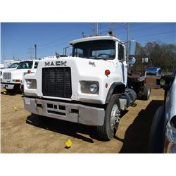 1986 MACK R690T FLATBED TRUCK, VIN/SN:1M2N275Y5GA002351 - S/A, DIESEL ENGINE, 6 SPEED TRANS, FLATBED