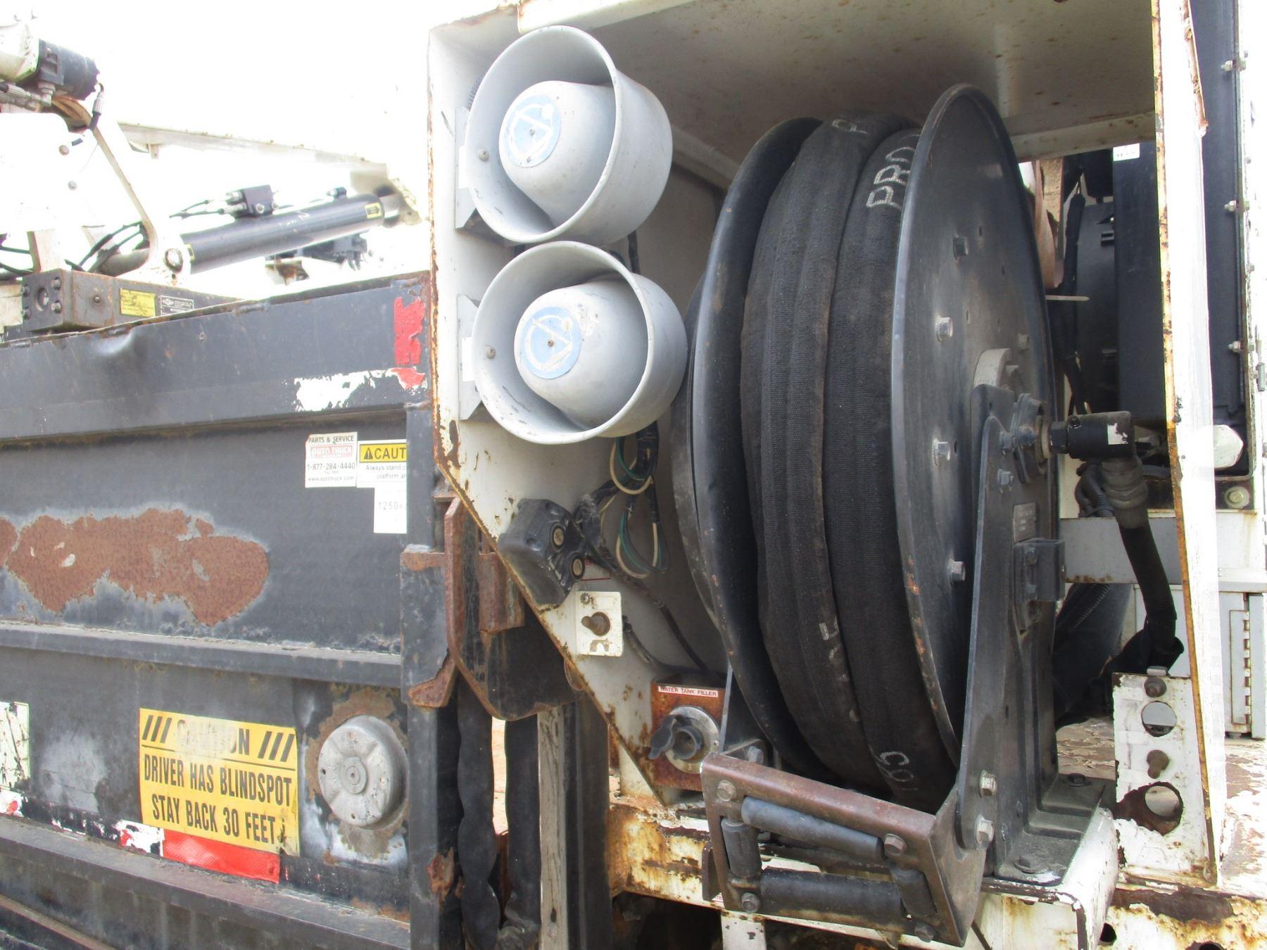 2010 FREIGHTLINER M2 SERVICE TRUCK, VIN/SN:1FUAC2BSXADAR3133 - S/A, EXT  CAB, ISC CUMMINS DIESEL ENGI