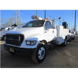 2002 FORD F650 SERVICE TRUCK, VIN/SN:3FDWX65H22MA31172 - EXTENDED CAB, CAT DIESEL ENGINE, 5 SPD TRAN