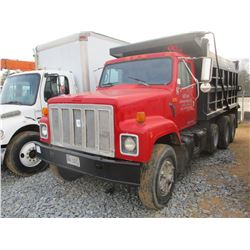1990 INTERNATIONAL 2554 DUMP, VIN/SN:1HTGCZ3R7LH277175 - IHC DIESEL ENGINE, 10 SPEED TRANS, 15' DUMP