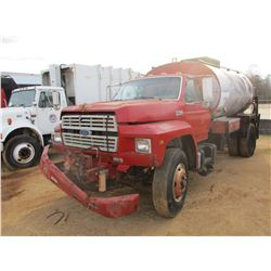 1994 FORD F700 ASPHALT DISTRIBUTOR, VIN/SN:1FDXK74C8RVA32728 - S/A, FORD DIESEL ENGINE, 5 SPEED TRAN