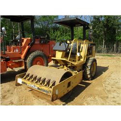 """CAT CP323C ROLLER, VIN/SN:6DM00326 - VIBRATORY, 50"""" SMOOTH DRUM, CANOPY, METER READING 429 HOURS"""