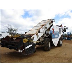 ROADTEC SB2500C ASHPALT SHUTTLE BUGGY, VIN/SN:2500273 - FRONT HOPPER, REAR CONVEYOR, 1800.25 TIRES,