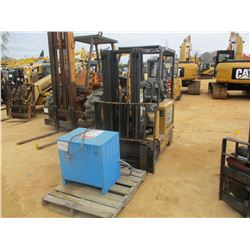 CAT 2FC25 ELECTRIC FORKLIFT, VIN/SN:A2EC262300 - WITH CHARGER, 4500# CAP, 3 STAGE, CANOPY (UTILITY C