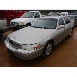 2006 LINCOLN TOWN CAR VIN/SN:1LNHM82W56Y648561 - V8 CAS ENGINE, A/T, ODOMETER READING 169,804 MILES