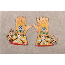 "Plateau Child's Beaded Gauntlets, 9 ¾"" long x 5 ½ wide"