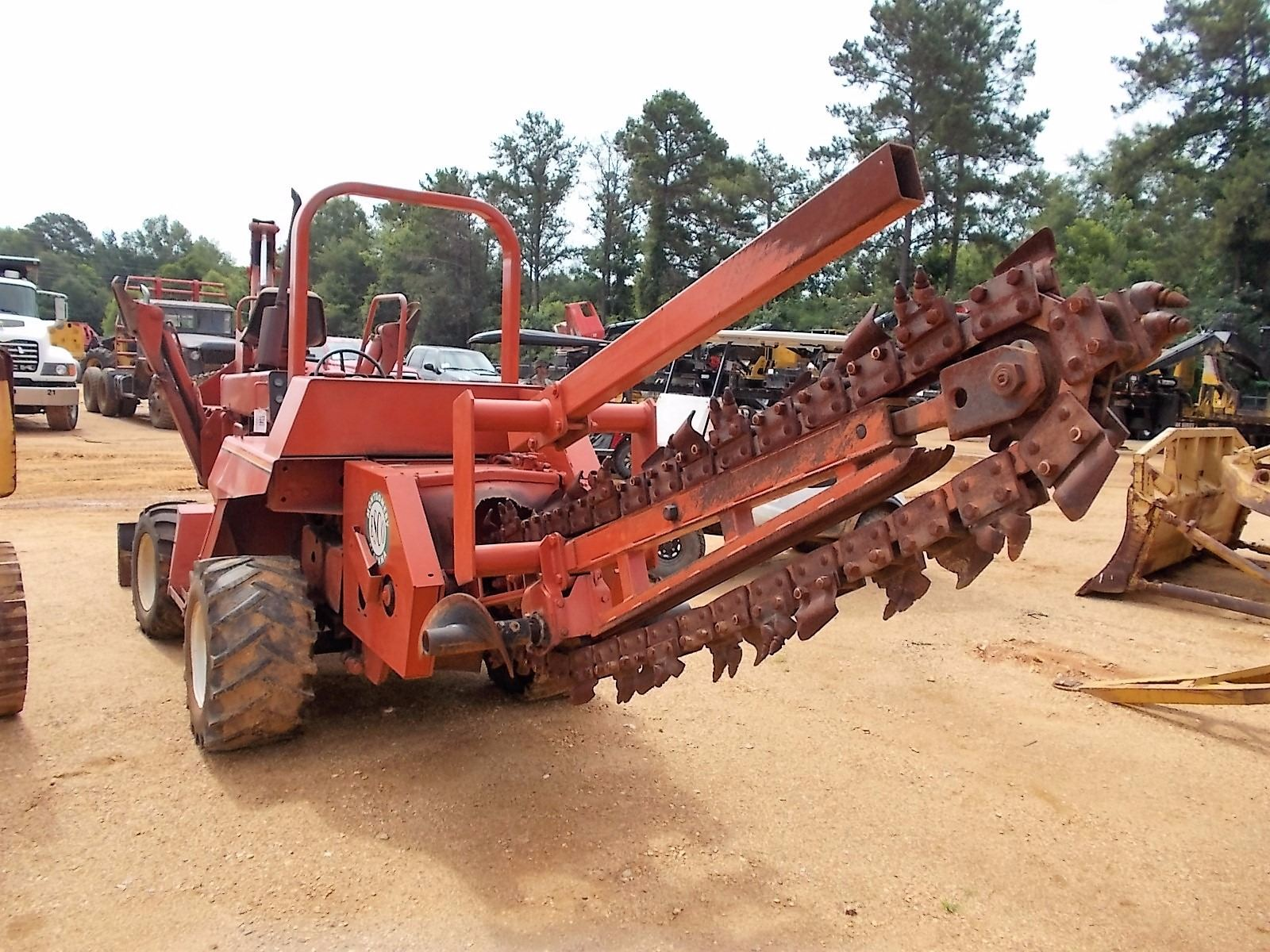1989 DITCH WITCH 6510 TRENCHER, VIN/SN:6F0164 - REAR 8' TRENCHER, FRONT 4X4  BACKHOE ATTACHMENT, BACK