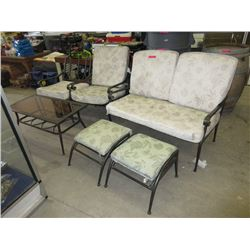 6 Pieces of patio furniture with metal frames