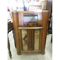 Vintage floor standing RCA Victor radio