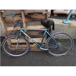 """18 Speed """"Giant"""" mountain bike"""