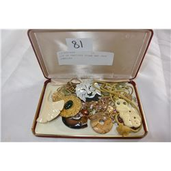 LOT OF PRECIOUS STONE AND JADE JEWELLRY