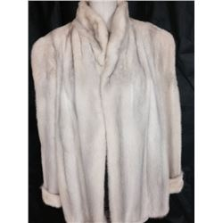 Luxurious Ladies Cream and Ivory Mink Jacket