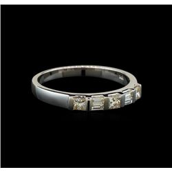 18KT White Gold 0.40 ctw Diamond Ring