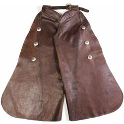 Otto Ernst Sheridan Wyoming batwing chaps showing 3 conchos down each leg, pocket, inside buckles an