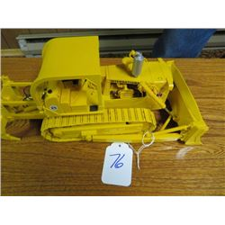 International TD25 with hyd. dozer and rear ripper 1/25 scale