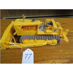 Caterpillar D8 with hyd. dozer and rear ripper, Plastic 1/25 scale